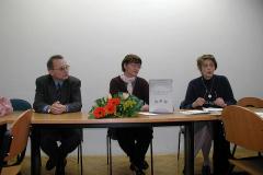Pred dodjelu nagrade (slijeva): prof. dr. Neven Budak (dekan), prof. dr. Jadranka Lasić Lazić i prof. dr. Aleksandra Horvat