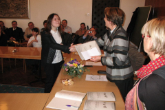 Lea Ledinski prima nagradu