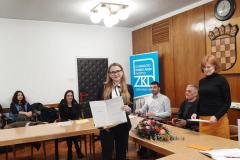 Dorotea Toljan prima nagradu