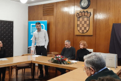 Zamjenik pročelnice Odsjeka za informacijske i komunikacijske znanosti doc. dr. sc. Vedran Juričić pozdravlja prisutne